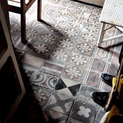 Vintage cement tile / Tuile de ciment vintage