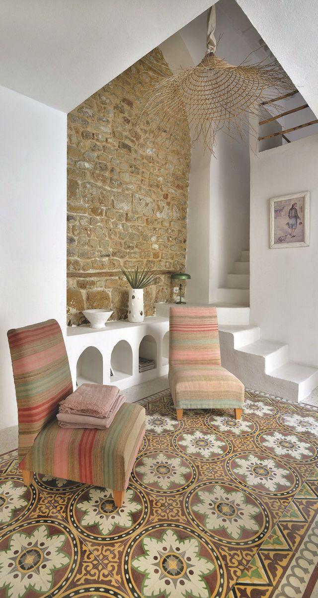 Tuile de ciment ancienne dans maison marocaine