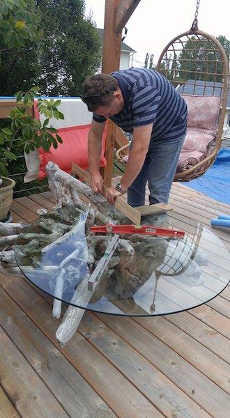 Comment fabriquer une table basse avec une grosse souche d'arbre