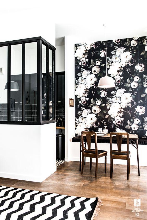 Papier peint Ellie Cashman design wallpaper in a dining room