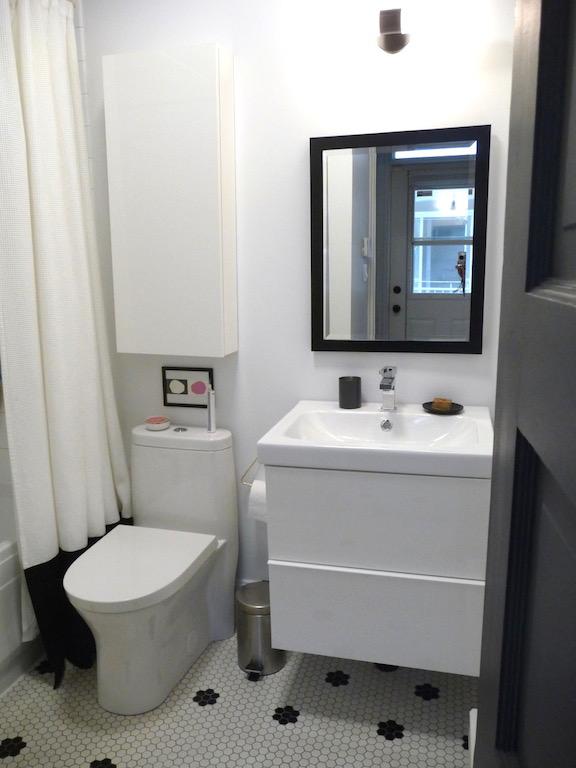 relooking salle de bain noire et blanche pas chère