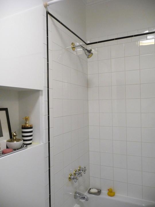Relooking salle de bain noir et blanc pas cher avec marqueur Sharpie / Bathroom makeover on a budget with sharpie markers