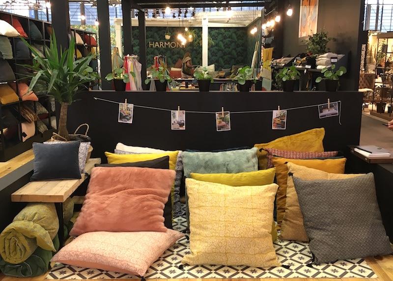 Coussins colorés Espace Harmony salon Maison & Objet
