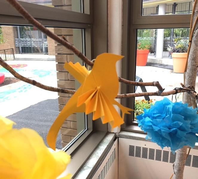 Fabriquer pompons et oiseaux de papier pour un mariage petit budget