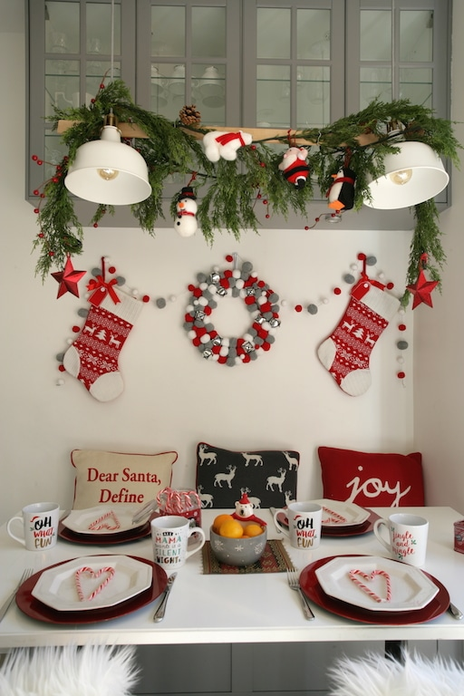 beautiful red, grey and white Christmas table with @walmart accessoiries: wreath, stockings, pillows, mugs etc.. / Table de Noël en rouge, gris et blanc avec des accessoires @Walmart: couronne, coussins, guirlandes, ornements, mugs etc.