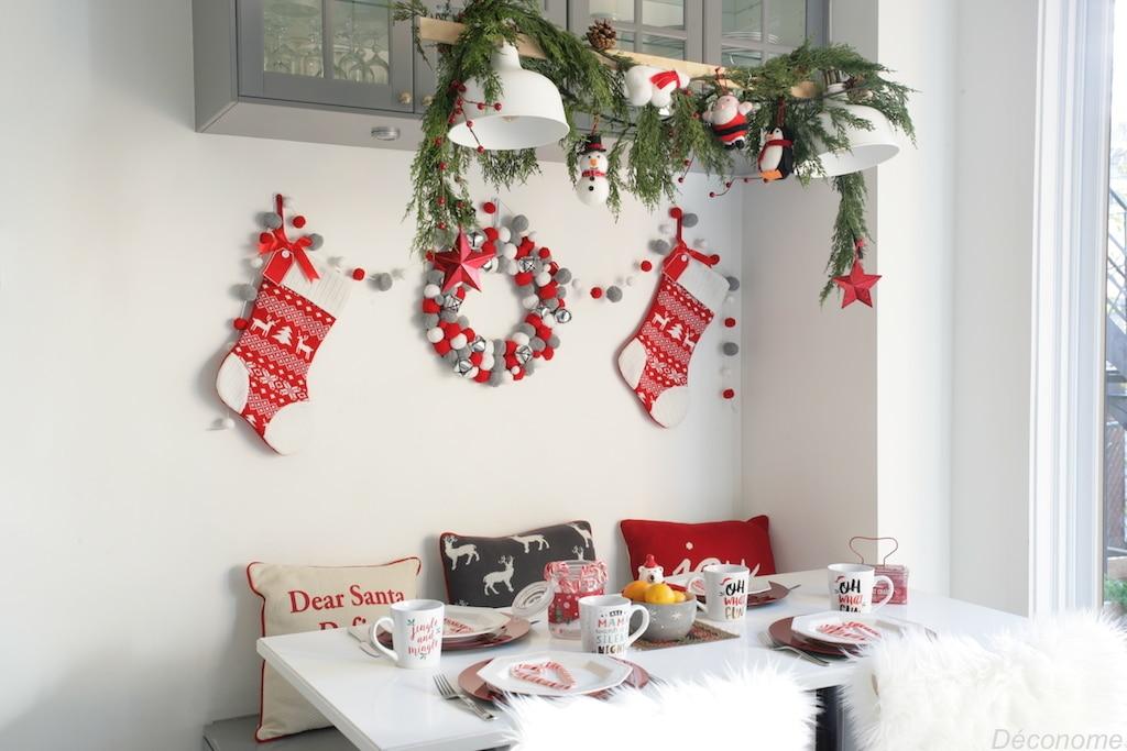 Coin brunch banquette cuisine décoré en rouge, gris et blanc pour Noël avec les collections de @walmart