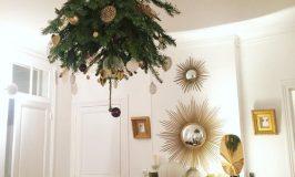 Un sapin de Noël au plafond