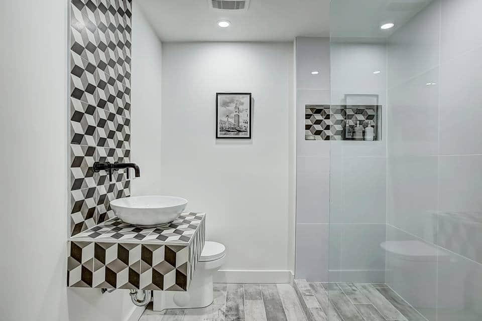 vanité meuble lavabo flottant avec carreaux et vasque. Look épuré et moderne