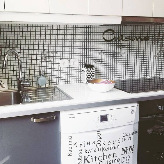 Crédence cuisine mosaique mots scrabble / kitchen backsplash scrabble