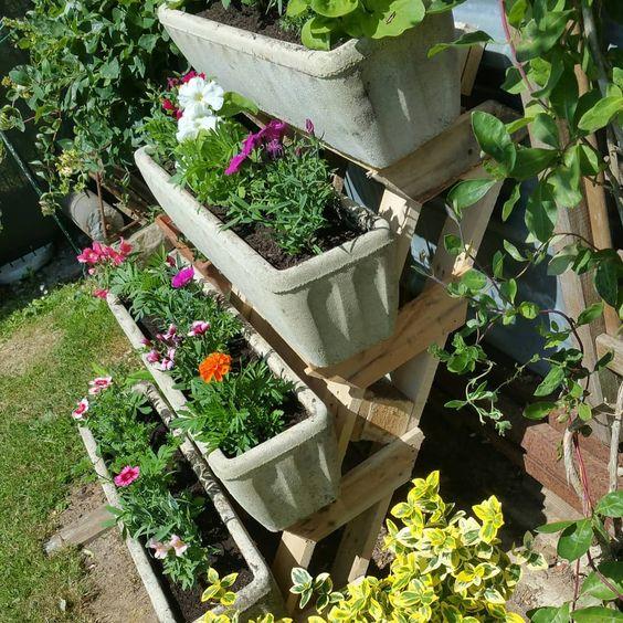 support à jardinières fabriqué avec des palettes