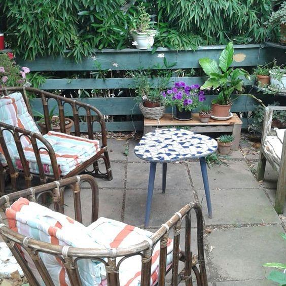 fauteuils osier récupéré terrasse