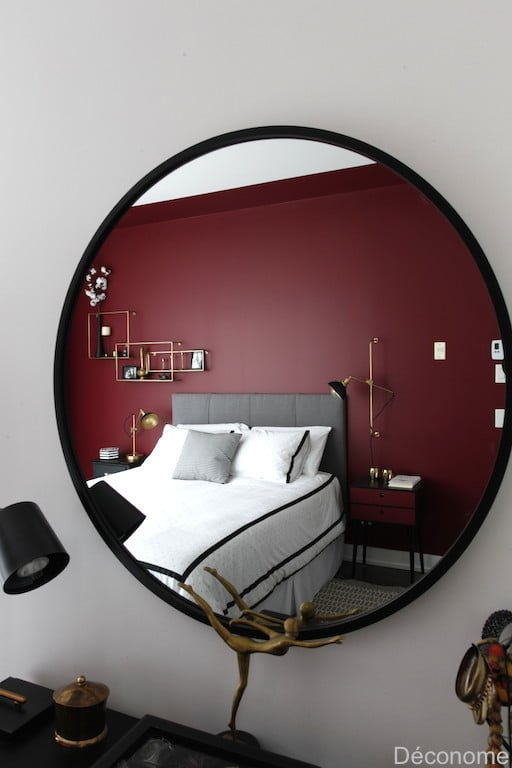 Grand miroir rond chambre accents rouge