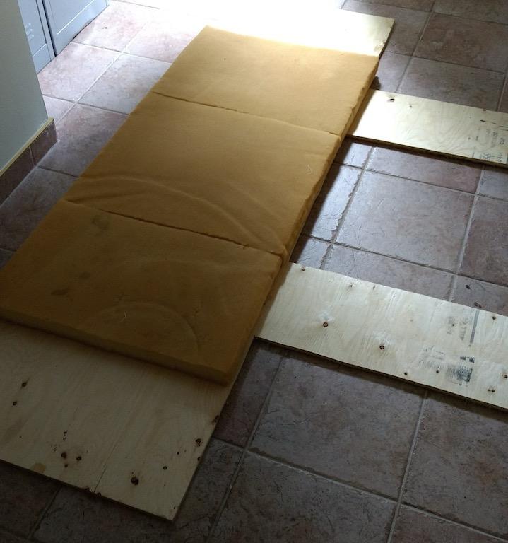 fabriquer une tête de lit avec un matelas de mousse