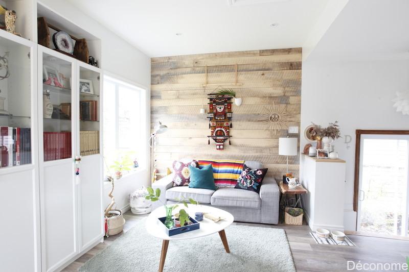 salon avec mur de bois de tilleul