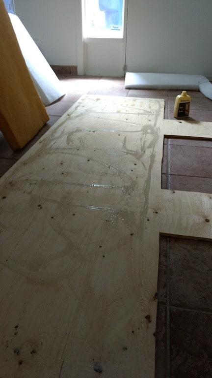 tapes pour fabriquer une t te de lit rembourr e d conome. Black Bedroom Furniture Sets. Home Design Ideas