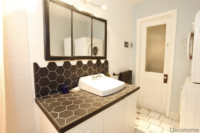 Dessus meuble-lavabo carrelé avec céramique hexagonale / Bathroom vanity tiled with hexagonal ceramic