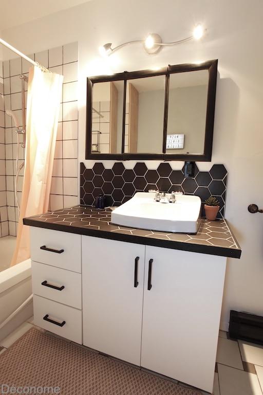 Meuble lavabo nouvelle porte et poignées DIY