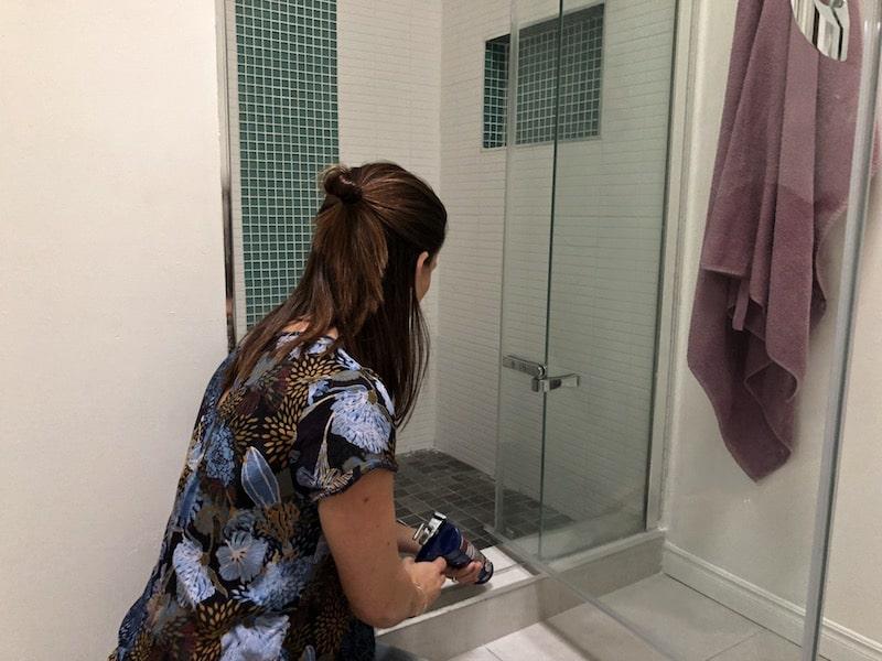 entretenir une douche en céramique