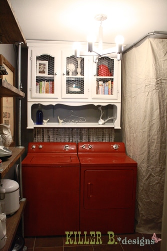 vaisselier antique comme armoire de buanderie