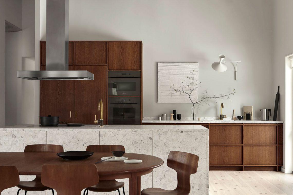 Cuisine minimaliste avec mobilier en noyer