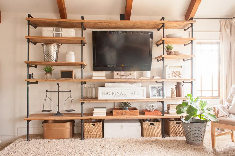 Bibliothèque meuble télé en tuyaux de plomberie