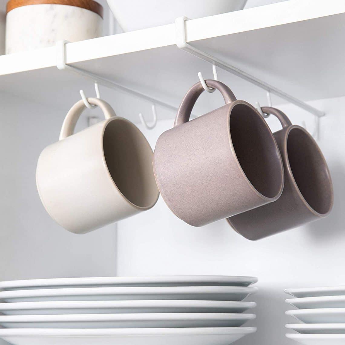 crochets pour tasses dans étagères sans trouer