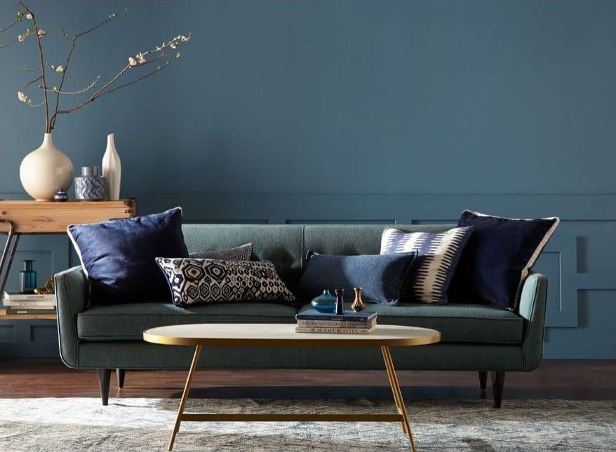 conseils de peinture salon mur bleu