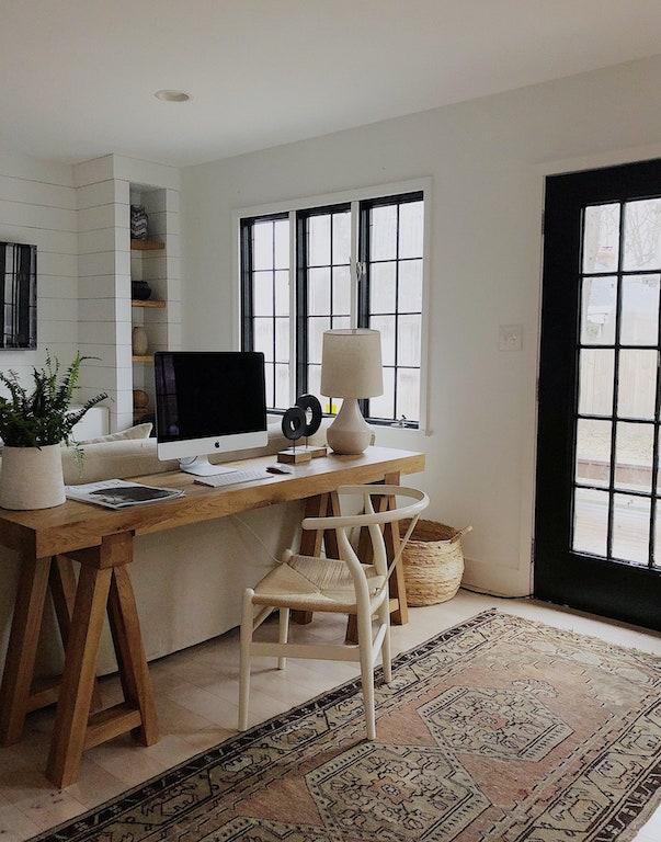 Console derrière canapé pour créer un coin bureau à la maison