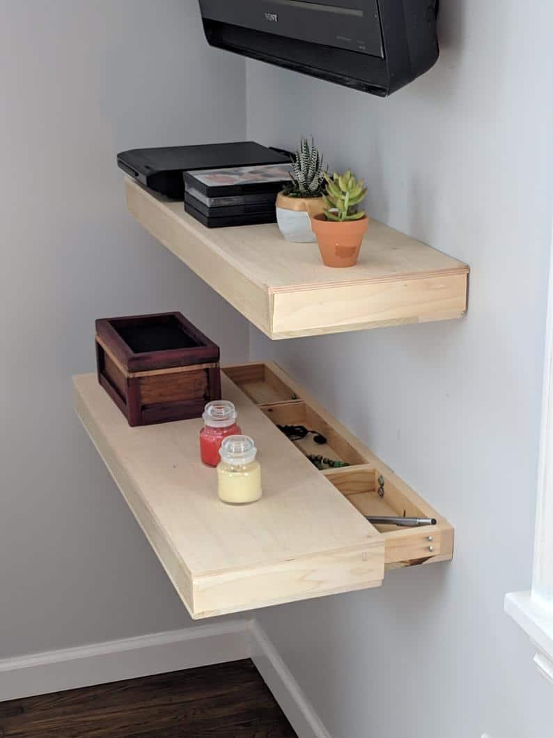 étagères avec tiroir caché