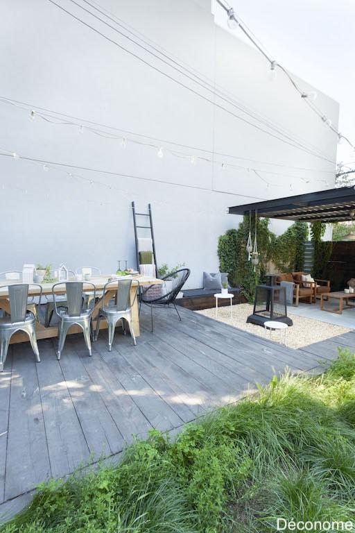 terrasse en bois grisonnante et grande table de bois en pruche
