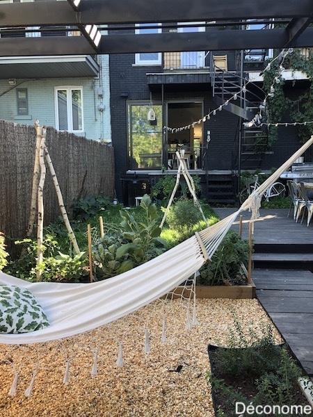 Hamac dans un jardin urbain