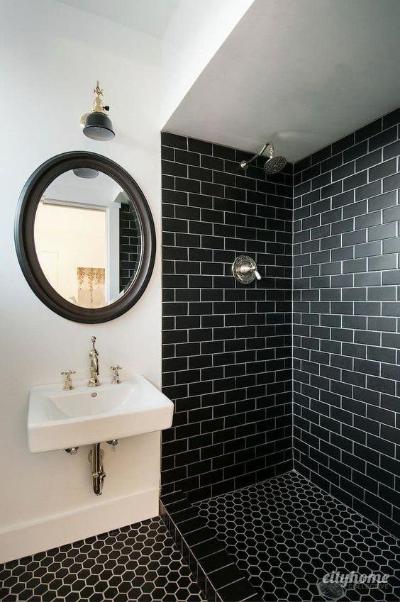 salle de bain céramique noire dans la douche