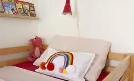 coussin arc en ciel avec tricotin / Rainbow pillow DIY