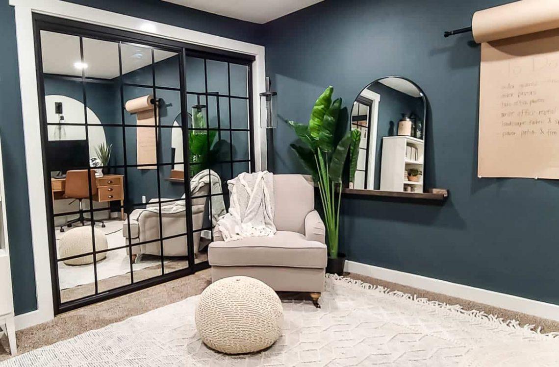 porte placard miroir relookée style verrière noire acier