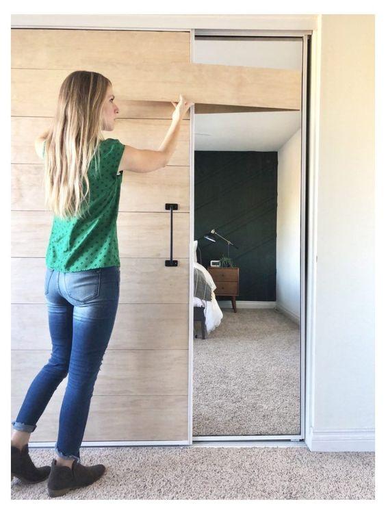 poser du placage de bois sur porte coulissante miroir