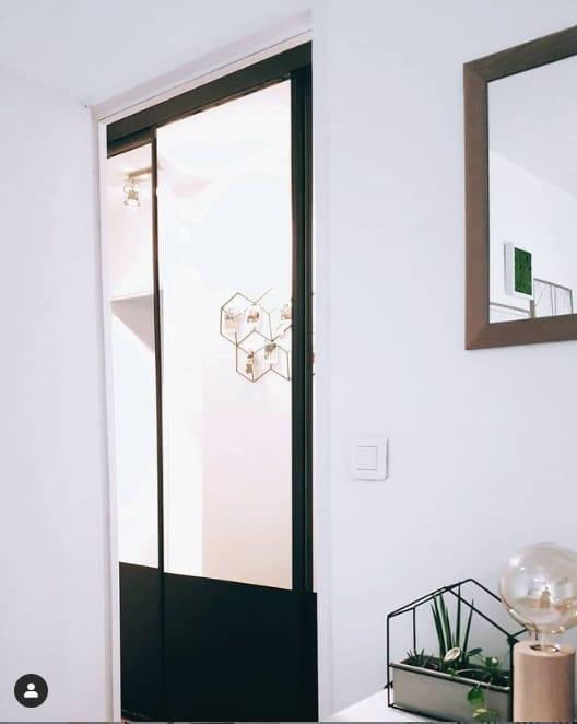 porte coulissante miroir peinte style verrière atelier