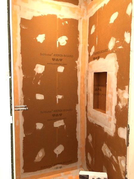 panneaux Kerdi Board Schluter dans une douche italienne