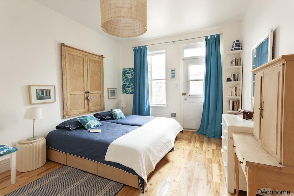 Chambre d'adulte avec deux lits simples collés