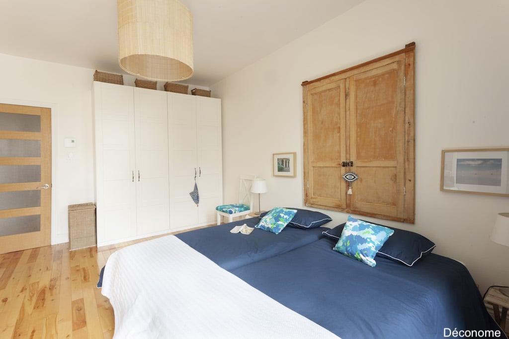 Deux lits simples collés dans chambre d'adulte - dormir séparé