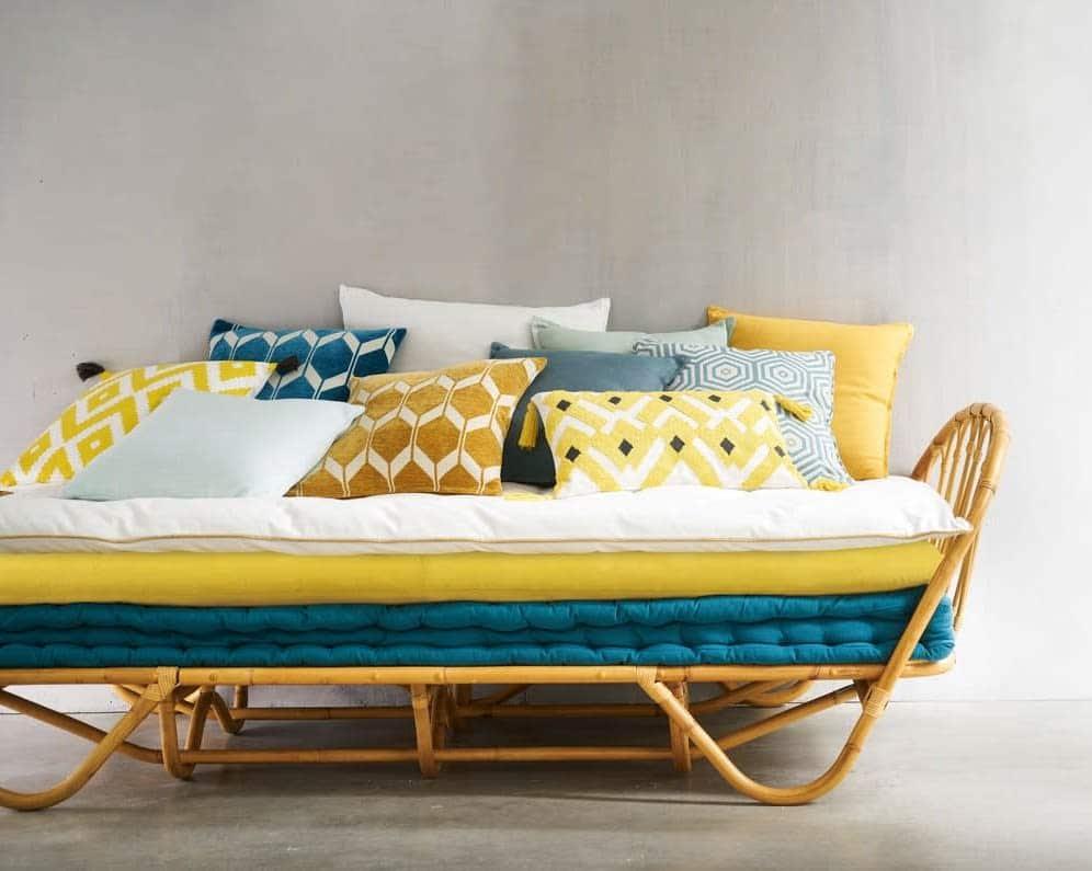 matelas d'assise pour l'extérieur blanc jaune et bleu
