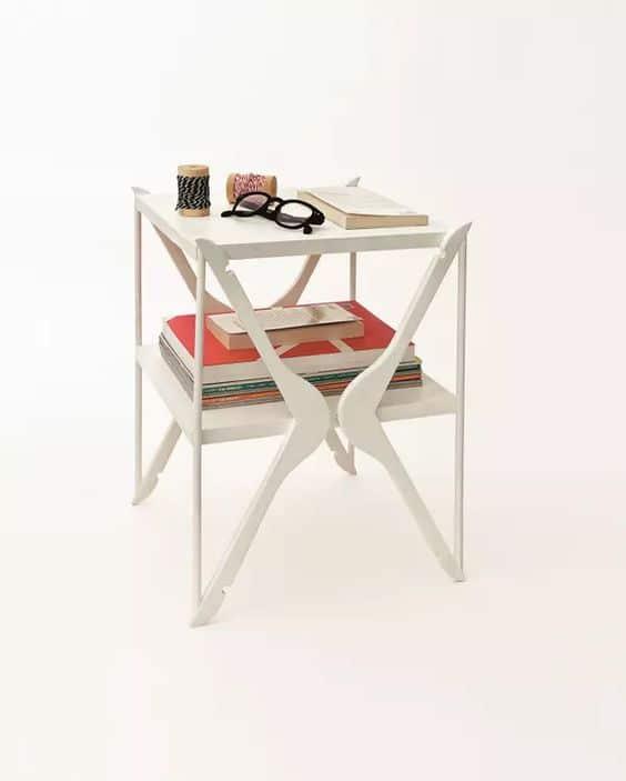 Fabriquer table de chevet avec des cintres. DIY Pierre Lota