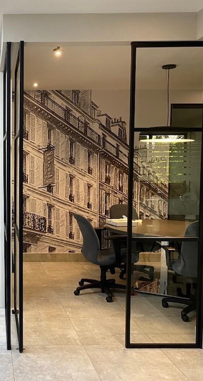 séparer un bureau par une cloison vitrée en aluminium